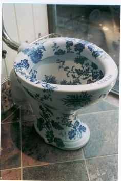 """antique toilet   translates as """"feels good toilet,"""" but maybe """"looks good toilet ... Victorian Toilet, Victorian Bathroom, Bathroom Colors, White Bathroom, Blue Bathrooms, Decoupage, Blue And White China, Miniature Crafts, Elegant Homes"""