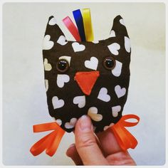En idé på en liten skallra... hiss eller diss? #skallra #uggla #rattle #owl #produkt #ide #product #test #poll #yayornay #sy #sytt #visytokiga #sömnad #hemsytt #sew #sewing #diy #gördetsjälv #handgjord #handmade #barn #baby #leksak #toys #pyssel