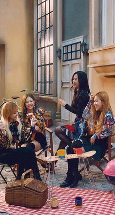 Animated gif discovered by 別. Find images and videos about gif, rose and blackpink on We Heart It - the app to get lost in what you love. Kpop Girl Groups, Korean Girl Groups, Kpop Girls, Yg Entertainment, Blackpink Wallpapers, Selena Gomez, Blackpink Poster, Blackpink Members, Lisa Blackpink Wallpaper