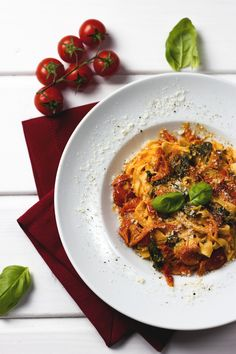Pasta with Tomato, Spinach and Ricotta Sauce