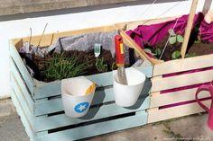 diy hochbeet kinder weinkisten obstkisten garten beet pflanzkiste DIY Garden Yard Art When grow Diy Garden Bed, Diy Garden Projects, Garden Boxes, Diy Garden Decor, Raised Garden Beds, Raised Beds, Garden Kids, Garden Table, Diy Pour Enfants
