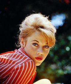 Jane Fonda Happy Birthday to Hollywood actress, model, keep-fit guru and activist, Jane Fonda, who is 78 today and stil. Vintage Hollywood, Hollywood Glamour, Hollywood Stars, Classic Hollywood, Catherine Deneuve, Jane Seymour, Divas, Marie Christine Barrault, Emmanuelle Béart
