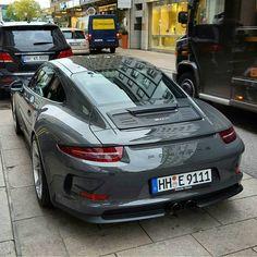 Another stunning paint to sample 911 R | Cr: @porsche.sport.germany #cult911 #porscheartdaily #porsche #porsche911 #porsche991 #911r #ptsporsche