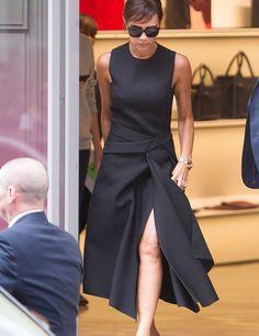 Victoria Beckham viste su propia colección en las calles de Londres