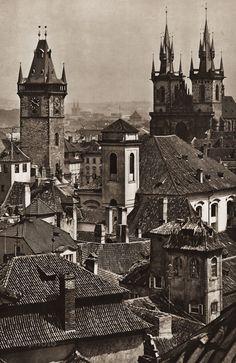 To przeczytałam: Karel Plicka - Praha ve fotografii Old Pictures, Old Photos, Drawing Scenery, Grafik Art, Medieval World, Old Photography, Prague Czech, Old City, Czech Republic