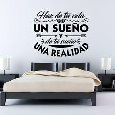 Vinilo decorativo con la frase de Antoine de Saint-Exupéry: Haz de tu vida un sueño y de tu sueño una realidad.