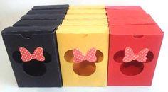Lembrancinhas em modelo de caixinhas Tema Minnie em papel color set 120gr. ideal para colocar doces ou até mesmo sabonete liquido e hidratante. Acompanha tag com a cabecinha do mickey, fazemos no tema que desejar.  As cores das caixinhas também pode ser na cor que desejar, para cores metálicas pe...