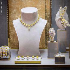 Graff Diamonds on Graff Jewelry, Emerald Jewelry, Jewelery, Jewelry Show, High Jewelry, Jewelry Stores, Jewelry Case, Jewellery Shop Design, Jewellery Showroom