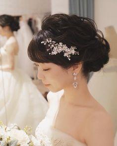 大人っぽく色っぽく♡黒髪花嫁さんのヘアアレンジたっぷり13選 | marry[マリー] Korean Bride, Bangs Updo, Wedding Accessories, Updos, Bridal Hair, Wedding Hairstyles, Wedding Photos, Hair Makeup, Wedding Dresses