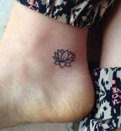Une fleur de lotus sous la malléole Plus