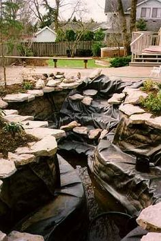 Garten und Gartenteich Earthbag Building: Swimming Pool Converted into a Pond Understanding Video Ga Rain Garden Design, Pond Design, Garden Landscape Design, Backyard Water Feature, Ponds Backyard, Garden Pool, Water Garden, Backyard Stream, Outdoor Ponds