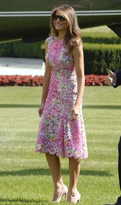 Beautiful Monique Lhuillier dress worn by the First Lady Melania Trump 🌸 # Trump Melania, First Lady Melania Trump, Melanie Trump, Milania Trump Style, Donald Trump Family, Monique Lhuillier Dresses, Donald And Melania, First Ladies, Trump Is My President