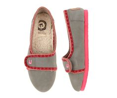 Gray Warm Vella Slip-ons $ 44.00  www.lebunnybleu.com  #shoes #balletflats #sneakers #boots #walkers #oxfords » These look super cozy! Crazy Shoes, Me Too Shoes, Cool Style, My Style, Wardrobe Ideas, Clothes Horse, Virtual Closet, Ugg Boots, Yoga Pants