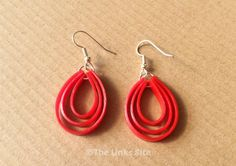 I love how easy it is to make these attractive plastic earrings using a recycled tomato sauce bottle! Bottle Jewelry, Beaded Jewelry, Wire Jewelry, Plastic Earrings, Plastic Jewellery, Diy Jewellery, Biscuit, Jewelry Accessories, Jewelry Design