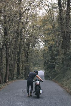 # - motos - - I Love Motorrad Motorcycle Photography, Men Photography, Honda Scrambler, Moto Car, Motorcycle Bike, Super Bikes, Vintage Motorcycles, Classic Trucks, Bike Life