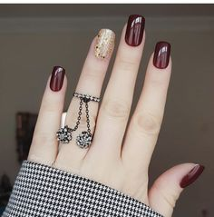 10 Looks For Prom Nails That You Should Be Trying Prom is approaching and there are ten looks for prom nails that you should be trying. Your hair, makeup, and nails are essential to your entire prom look. Nail Art Designs, Square Nail Designs, Acrylic Nail Designs, Acrylic Nails, Nails Design, Coffin Nails, Elegant Nails, Classy Nails, Stylish Nails