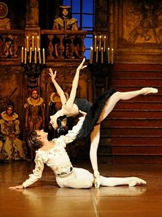 swan lake third act (although I've seen many versions of this ballet,I never saw this specific figure) Shall We Dance, Lets Dance, Dance Art, Dance Music, Stuttgart Ballet, John Cranko, Polina Semionova, Dance Photos, Dance Pictures