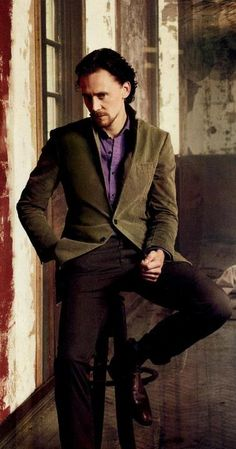 Tom Hiddleston in his usual sitting pose and a come here look. Last TH pin for the day. Promise. Or at least a few hours. ;)