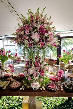 Decoraçãos em tons de rosa com branco para casamento