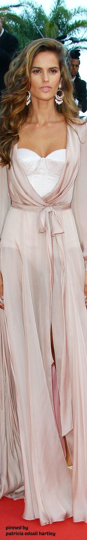 Izabel Goulart - 2016 Cannes Film Festival Izabel Goulart, Love Fashion, Runway Fashion, High Fashion, Autumn Fashion, Style Fashion, Color Rosa, Celebrity Look, Material Girls