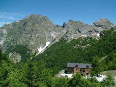 Regional Parc of Alpi Apuane, Hiking by Charles on www.explore-share.com