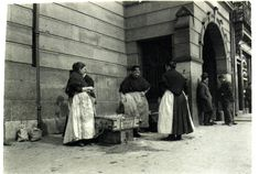 """Gt charlotte st fish women outside fish market women dressed in long black skirts and shawls were always called """"Mary Ellens"""" - I can remeber a few from my childhod Liverpool History, Liverpool Home, Liverpool England, Albion House, St Georges Hall, Gloucester Street, Anglican Cathedral, Pavement Art, St Peter's Church"""