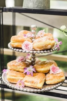 Make donuts even more appealing with pretty little blooms