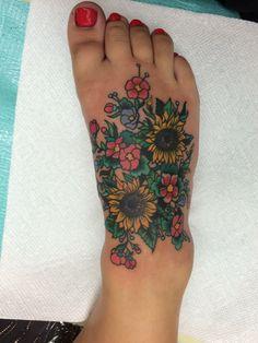 New Tattoo Sunflower Cherry Blossoms 63 ideas- Neues Tattoo Sonnenblumen Kirschblüten 63 Ideen New Tattoo Sunflowers Cherry Blossoms 63 ideas – – blossoms - Sunflower Foot Tattoos, Sunflower Tattoo Meaning, Sunflower Tattoo Simple, Sunflower Tattoo Sleeve, Sunflower Tattoo Shoulder, Sunflower Tattoo Design, Small Sunflower, Wolf Tattoos, Finger Tattoos