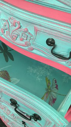 62 ideas for hand painted furniture designs diy Decoupage Furniture, Chalk Paint Furniture, Hand Painted Furniture, Distressed Furniture, Funky Furniture, Refurbished Furniture, Repurposed Furniture, Shabby Chic Furniture, Furniture Projects
