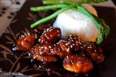 This quick and easy sesame chicken recipe is far superior than takeout and made fresh in your home! Easy Sesame Chicken, Sesame Shrimp, Good Food, Yummy Food, Yummy Yummy, Asian Recipes, Asian Foods, Chinese Recipes, Thai Recipes