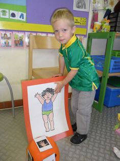lichaamsdeel gooien met dobbelsteen, aanduiden op tekening Body Preschool, Vans Top, Speech And Language, Activities For Kids, Kindergarten, Baby Boy, Classroom, Teaching, Children