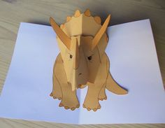 Triceratops pop up dinosaur - Iha ite - Enschulung Pop Up Card Templates, Origami Templates, Dino 3d, Vinyl Crafts, Paper Crafts, Foam Crafts, Really Cool Drawings, Libros Pop-up, Dinosaur Cards