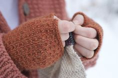 Ravelry: tree bark handwarmers pattern by the knitting primate