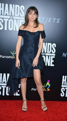 Hands of Stone's Ana de Armas on Her Red Carpet Style Petty Girl, Non Blondes, Celebrity Red Carpet, Illustration Girl, Event Dresses, Girl Crushes, Red Carpet Fashion, Beautiful Actresses, Star Fashion