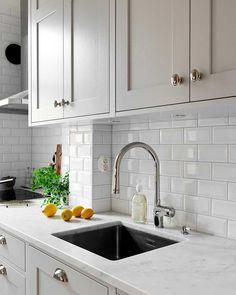 Boho Kitchen, Home Decor Kitchen, Interior Design Kitchen, New Kitchen, Kitchen Island, Grey Kitchens, Cool Kitchens, Kitchen Doors, Küchen Design
