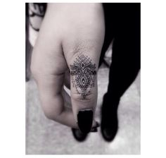 By Dr Woo, intricate thumb design i would love to have this.