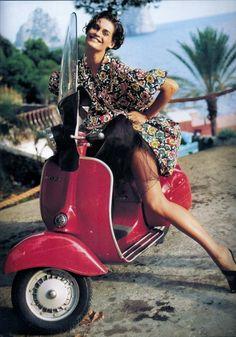 Piaggio Vespa, Lambretta Scooter, Scooter Motorcycle, Vespa Scooters, Vespa Girl, Scooter Girl, Vogue Paris, Motos Vespa, Scooter Custom