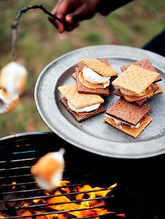 S'mores - The Best and Worst Picnic Foods - Health Mobile+ Summer Snacks, Summer Treats, Summer Recipes, Delicious Desserts, Dessert Recipes, Yummy Food, Diet Desserts, Healthy Desserts, Healthy Eats