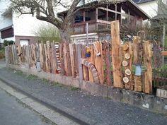Findest du deinen Gartenzaun auch etwas langweilige? Dann pimpe deinen Zaun mit diesen 16 kreativen Ideen - DIY Bastelideen