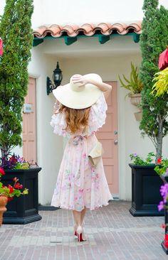 Floral and Feminine… Best Maxi Dresses, Cheap Dresses, Casual Dresses, Floral Fashion, Modest Fashion, Fashion Dresses, Stylish Girls Photos, Girl Photos, Moda Floral