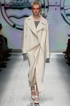 Max Mara Spring 2016 Ready-to-Wear Fashion Show - Ruth Bell