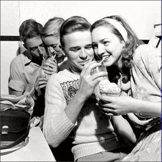Soda Shop Teens - 1950's. Why can't it still be like this?