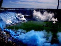 """La Guardia Imperial, La Racing Stones, La Barra Del Light Blue and White. In this Picture we can see all the racing fan """"alentando"""" and putting white and blue smoke. Fox Racing, Ultras Football, Bmx, Pop Art Design, Drag, Club, Football Soccer, Pictures, Travel"""