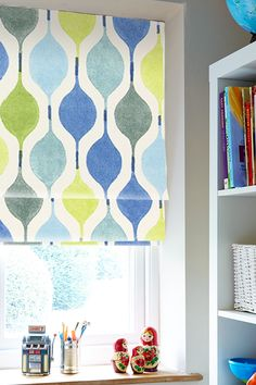 Our Bauble Bluebell Roman blind adds a real statement to any room with its striking pattern in bright, lively tones. Featuring uplifting blue and green tones it's the perfect choice to give your decor a high-fashion feel.