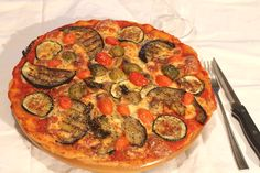 Pizza? Sì, grazie :) fatta in casa è anche più buona! Oggi vi propongo la ricetta della pizza integrale con l'aggiunta di semi di Chia, una bontà! http://www.smodatamente.it/2015/01/23/ricetta-pizza-integrale-semi-chia