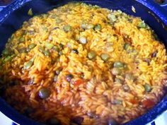 Recipe Puerto Rican Arroz con Gandules in a Rice Cooker (Rice with Pigeon Peas)-to go with my Pernil! Pigeon Peas And Rice Recipe, Rice And Peas, Pea Recipes, Mexican Food Recipes, Healthy Recipes, Ethnic Recipes, Rice Recipes, Recipies, Turkey Recipes