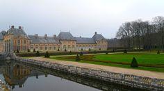 View from the rear of the Château de Vaux-le-Vicomte dans le parterre de broderie.