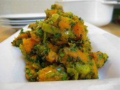 Can't-Get-Enough Curried Sweet Potato With Herbs - This curried vegan sweet potato dish is sooo delicious and super easy. A fantastic easy healthy dinner for the whole family.