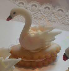 Výsledek obrázku pro cukroví svatební Candle Holders, Candles, Bird, Birds, Porta Velas, Candy, Candle Sticks, Candlesticks, Candle