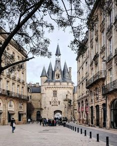 Here's a list of the best weekend trips from Bordeaux, France you can take without car. All are within hours of Bordeaux and accessible by direct train. Includes beaches, historic ports, vineyards, and the largest sand dune in Europe Best Weekend Trips, Day Trips, Paris Hidden Gems, Saint Emilion, Paris Travel Tips, Bordeaux France, France Photos, Visit France, France Travel